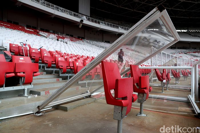 Final Piala Presiden 2018 yang digelar di Stadion Utama Gelora Bung Karno menyisakan kerusakan di beberapa titik. Pintu dijebol, sementara pagar dirubuhkan. Dok.Detikcom/Grandyos Zafna.