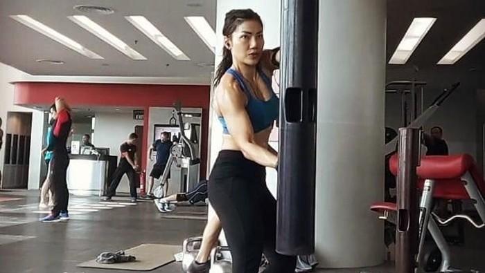 Nggak pakai pantang makanan, ini cara Inge Anugrah tetap langsing. ((Foto: Instagram/ingeanugrah, ditampilkan atas izin yang bersangkutan.))