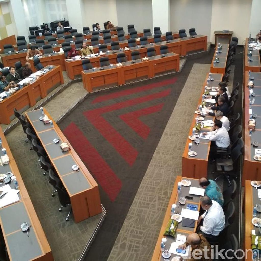 Pemerintah dan DPR Rumuskan Realisasi APBN 2018 hingga Juni