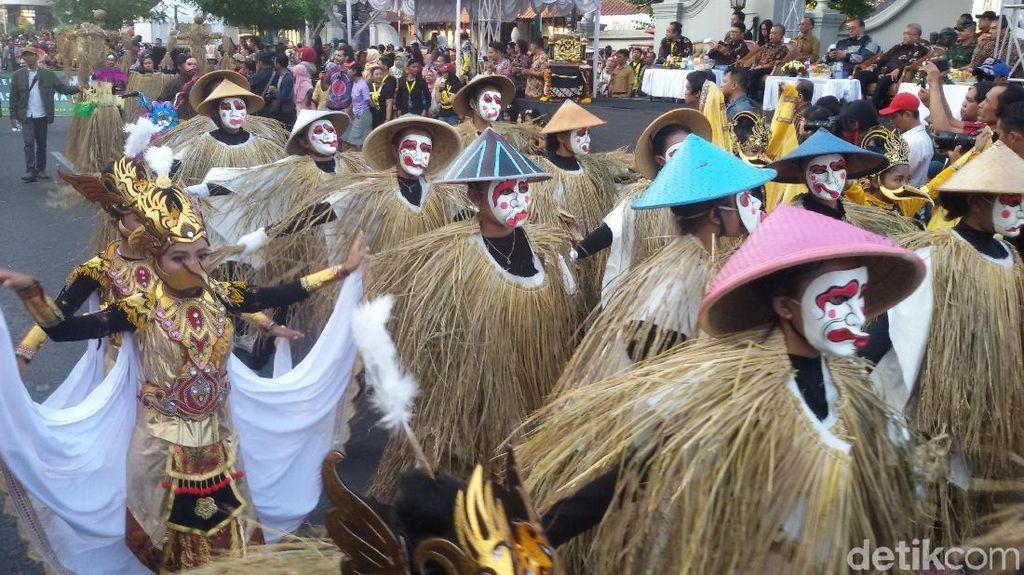 Semarak! Kentong Titir dan Karnaval Topeng di Malioboro Buka FKY 30