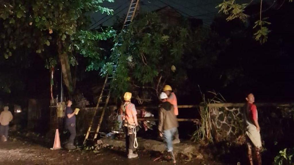PLN Gerak Cepat Atasi Gangguan Akibat Hujan Es di Bandung