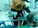 Cium dan Peluk Mesra Soeharto untuk Istri di Rumah Sakit