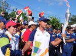 Di Pantai Kuta, Hamish Serahkan Obor Asian Games ke Puan Maharani