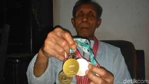 Mantan Atlet, Soeharto Si Suami Tunanetra Pernah Juara Dunia