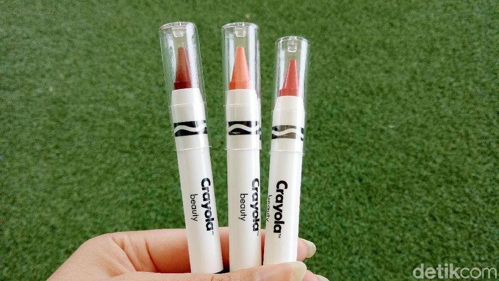 Review: Mencoba Lipstik Bentuk Krayon dari Crayola Beauty