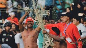 Tradisi Pukul Sapu yang Unik dari Maluku