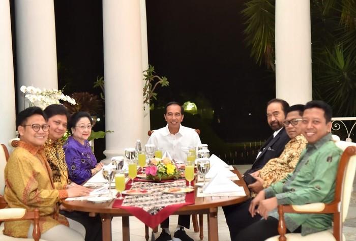 Jokowi makan malam dengan ketum parpol koalisi. (dok istimewa)