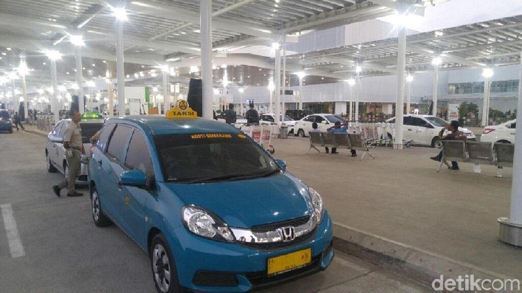 Viral Penumpang Taksi Dihadang di Bandara Semarang, Ini Kata YLKI