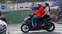 Aksi Perdana Driver Go-Jek Angkut Penumpang di Vietnam