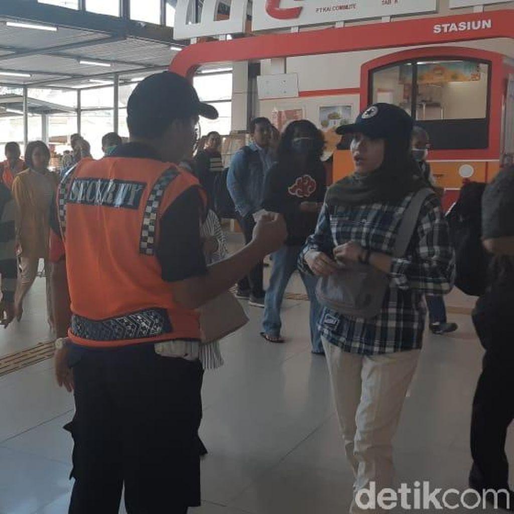 Pakai Tiket Kertas, Banyak Penumpang Kebingungan di Stasiun Bogor