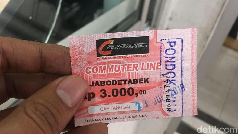 Pemberlakuan Tiket Kertas KRL Diperkirakan Sampai Nanti Siang