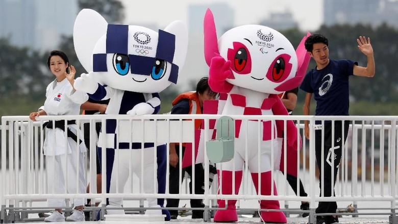Ilustrasi: Maskot Olimpiade Miraitowa dan Someity Foto: Reuters
