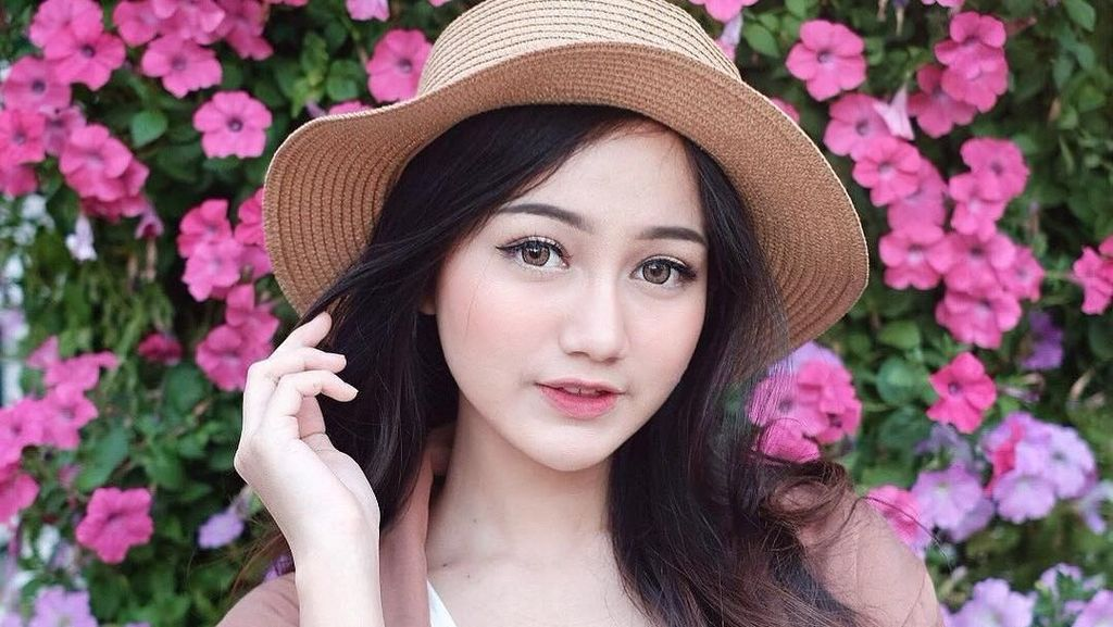 Si Imut Nanda Arsyinta, Beauty Vlogger Berwajah bak Barbie
