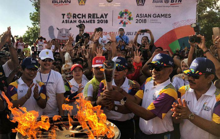 Kedatangan api obor Asian Games di Kuta, Bali ini merupakan yang ke sepuluh dari rangkaian Torch Relay yang melewati 44 kota dan 18 provinsi. Istimewa.