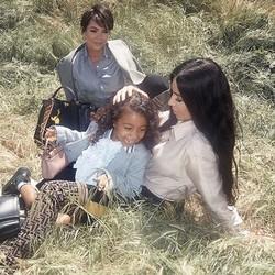 Beginilah Kim Kardashian Saat Quality Time dengan Anak-anaknya
