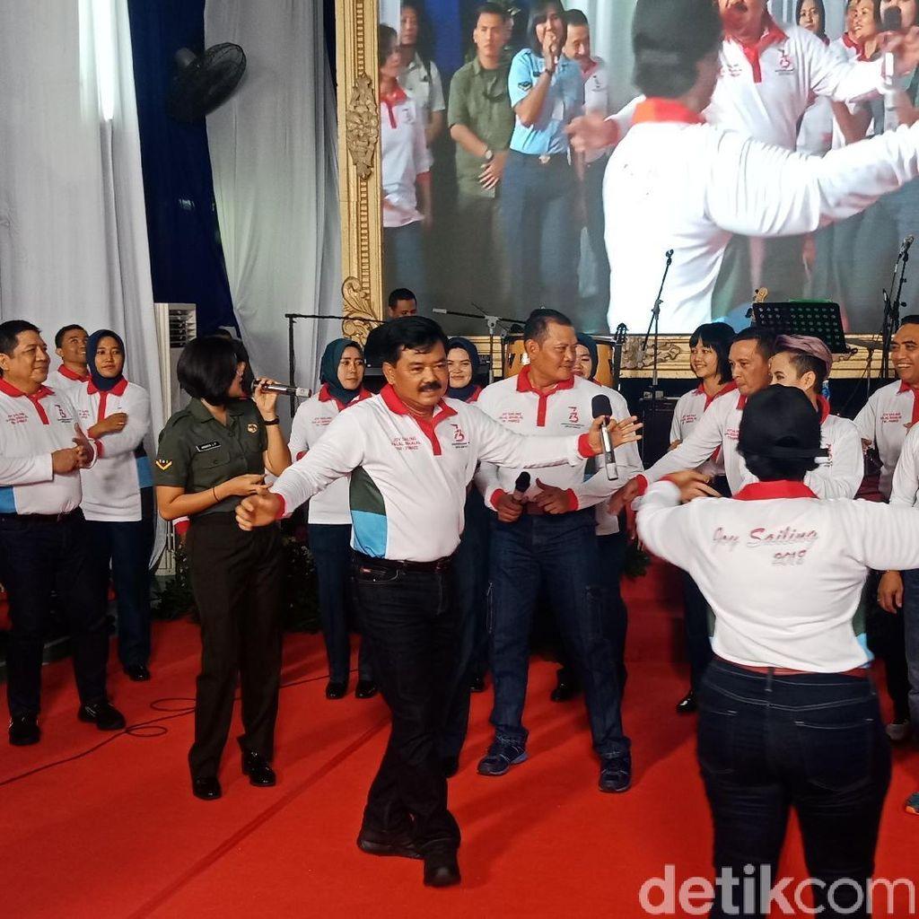 Video: Gokil! Panglima TNI Nyanyi Lagu Sayang Sambil Joget