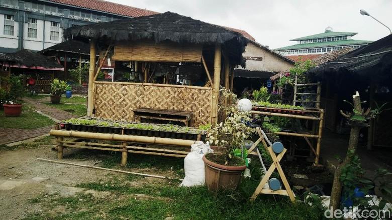 Saung Elite Sukamiskin: Dibangun Napi, Dibongkar Petugas