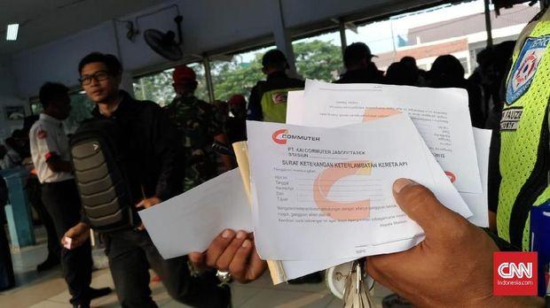 Pihak KRL Siapkan Surat Keterlambatan Kerja Bagi Penumpang
