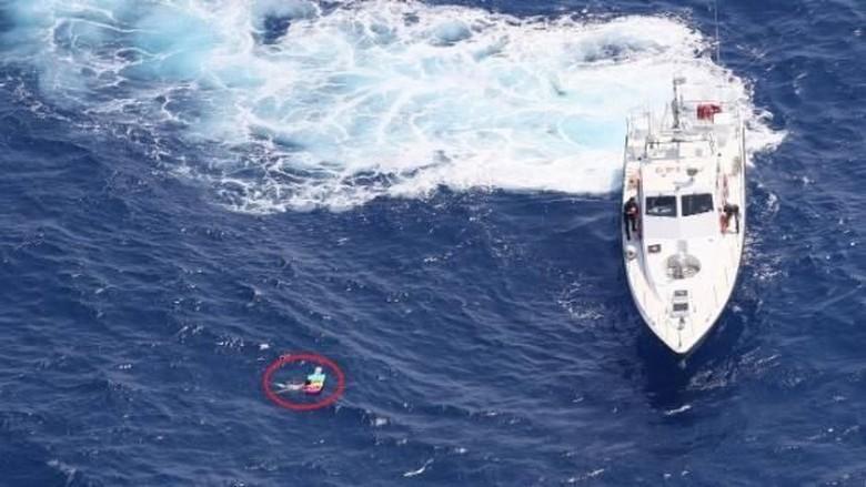 Detik-detik saat turis wanita diselamatkan kapal patroli Slovakia (dok. Slovak Border Police)