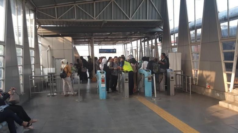 Pakai Tiket Kertas, Stasiun Cilebut dan Bojonggede Padat
