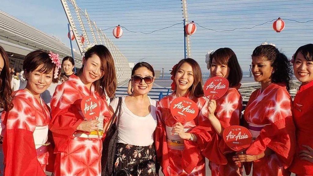 Cantik! Pramugari AirAsia Pakai Kimono