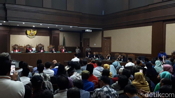 Foto: Sidang vonis Bupati Lampung Tengah nonaktif H Mustafa. (Faiq-detikcom)
