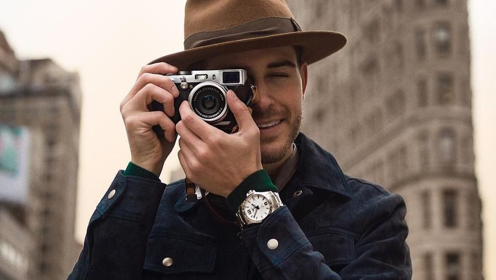 Gaya Liburan Blogger Tampan, Adam Gallagher