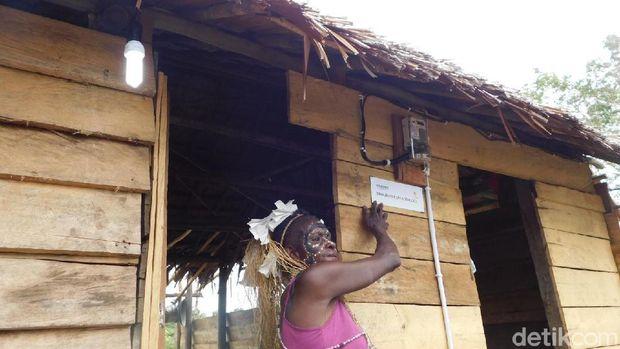 Warga Desa Enem di Papua akhirnya nikmati listrik