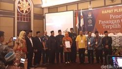 Sah! KPU Tetapkan Khofifah-Emil Gubernur Jatim