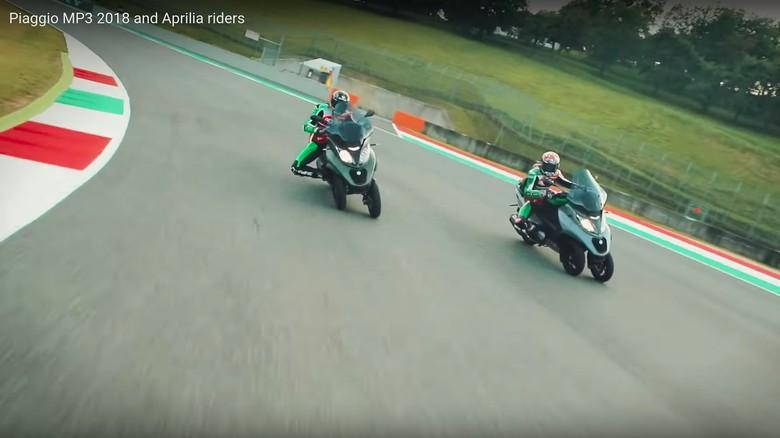 Scott Redding dan Aleix Espargaro Naik Piaggio MP3. Foto: Screenshot Youtube