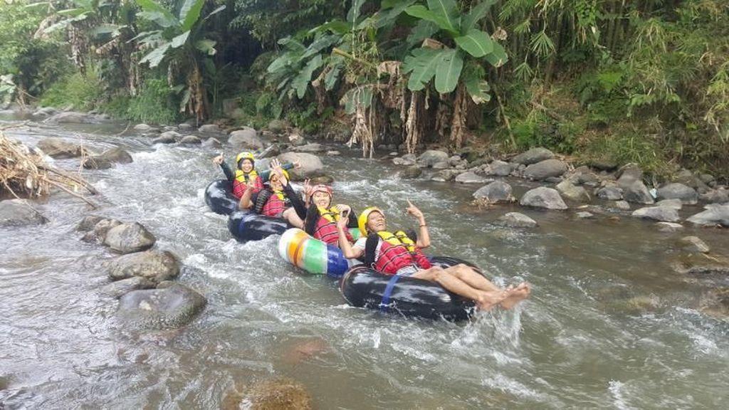 Memacu Adrenalin Sambil River Tubing di Magelang