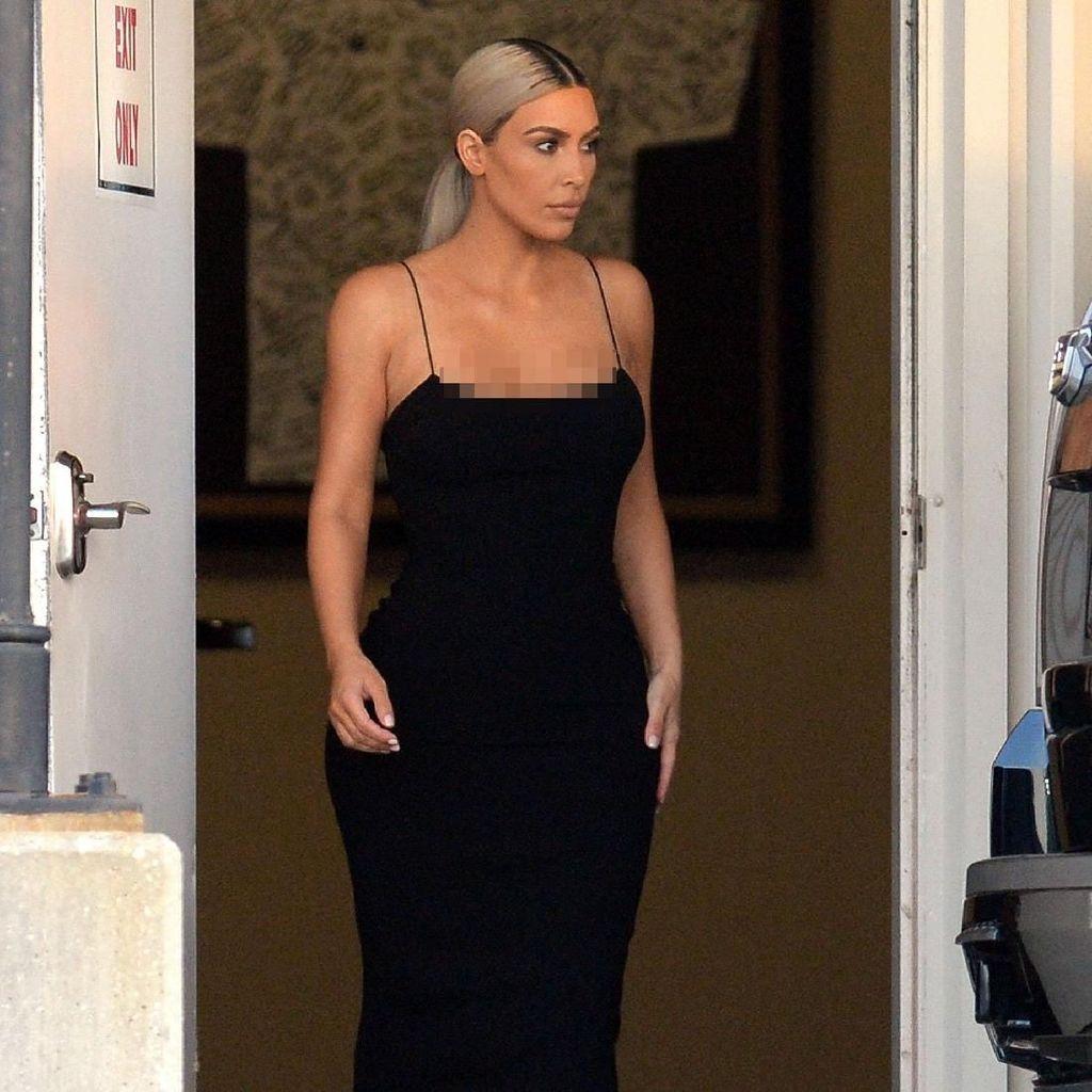 Kim Kardashian Pernah Berpikir Tidak Bisa Bercinta Lagi