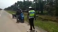 Naik Motor Bonceng 3, Disetop Polisi, Ternyata yang Tengah Jenazah