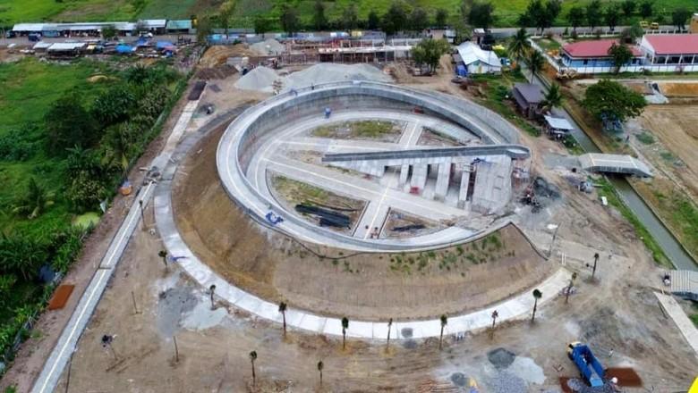 Kementerian PUPR sedang menyelesaikan pembangunan Monumen Kapsul Waktu di Kabupaten Merauke, Provinsi Papua. Begini penampakan terkini proyek tersebut.