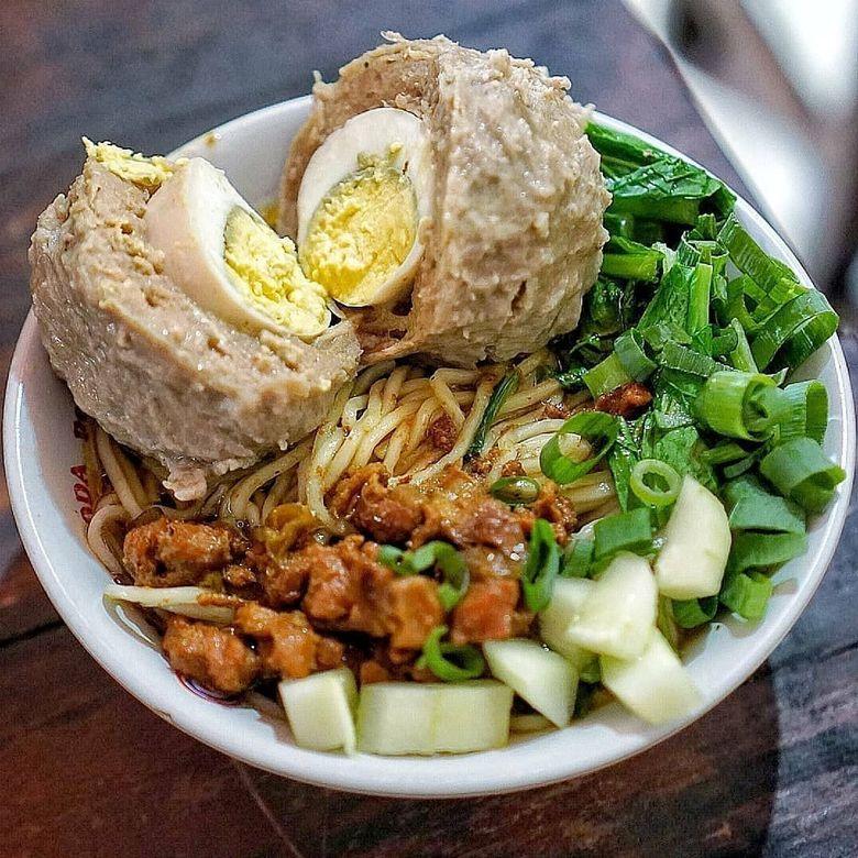 Mantap! Bakso Telur Berkuah Gurih Pedas Buat Makan Siang - Foto 10