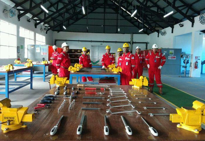 Adanya pusat pelatihan ini juga diharapkan bisa menciptakan pekerja yang kompeten sesuai dengan kebutuhan sektor industri dan migas. Foto: dok. Pemprov Papua Barat