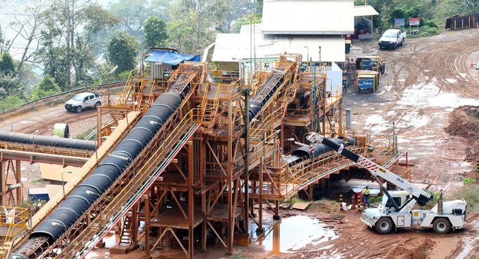 PT Bumi Suksesindo (BSI), anak usaha PT Merdeka Copper Gold Tbk, pemilik konsesi Tambang Tumpang Pitu (Tujuh Bukit) di Banyuwangi Jawa Timur, tahun ini menargetkan produksi emas 155.000-170.000 ounces, atau naik sekitar 8,80%-19,32% year on year (yoy). Foto: dok. BSI
