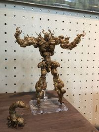 Kreatif! Action Figure Superhero Ini Dibuat dari Cangkang Serangga dan Kepiting