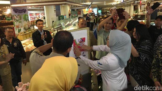 Gubernur DKI Jakarta dan Kepala BPOM RI melakukan pengawalan keamanan pangan terpadu bersama jajaran lintasan yang terkait.
