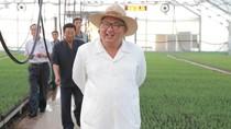 Begini Gaya Kim Jong Un Berkemeja Putih dan Bertopi Fedora