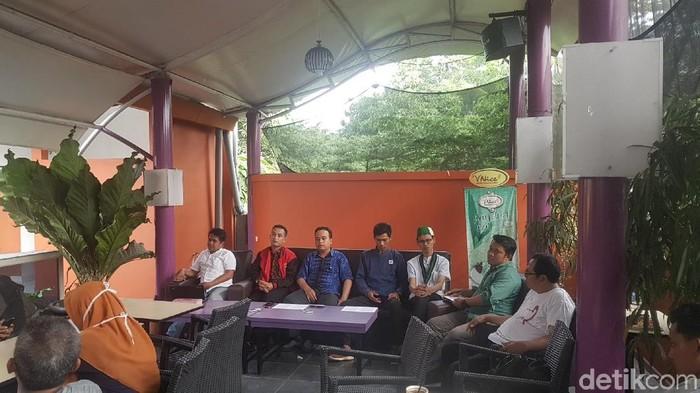 Foto: Koalisi Masyarakat Sipil Banten tuntut adik Atut dipindahkan ke Nusakambangan (Bahtiar/detikcom)