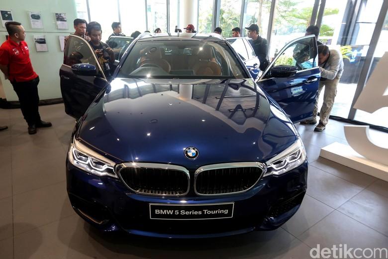BMW Seri 5 Touring. Foto: Ari Saputra