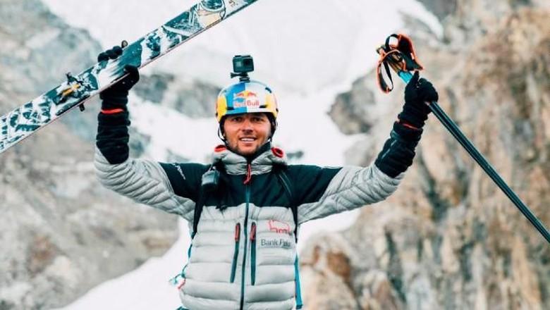 Andrzej Bargiel menuruni puncak Gunung K2 dengan ski (CNN Sport)