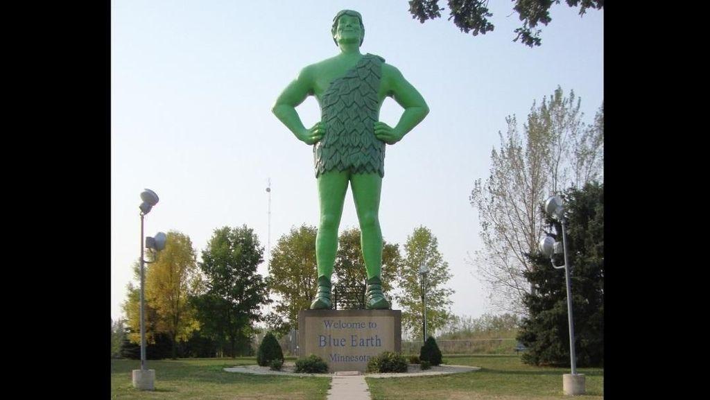 Patung Raksasa Hijau yang Dikunjungi Ribuan Turis Tiap Tahun