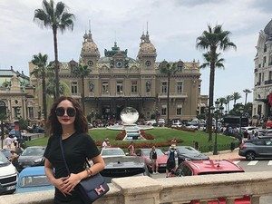 Pulang Liburan, Zaskia Gotik Beri Hadiah Cincin Berlian untuk Ibunda