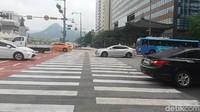 Salah satu pelican crossing di Seoul, Korea Selatan yang akan menuju Gwanghamun Palace. Foto: Niken Purnamasari/ detikcom