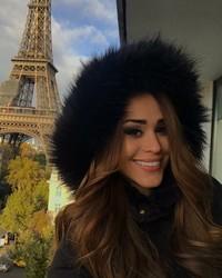 Yanet Garcia sudah mengunjungi Paris dan berfoto dengan latar Menara Eiffel (iamyanetgarcia/Instagram)