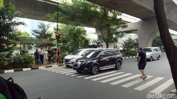Pelican Crossing di dekat mal Ambasador Jakarta Selatan.