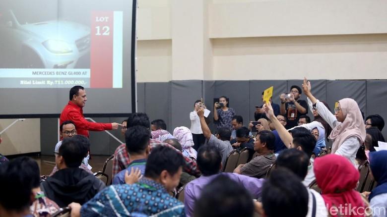 Suasana lelang barang sitaan KPK Foto: Ari Saputra