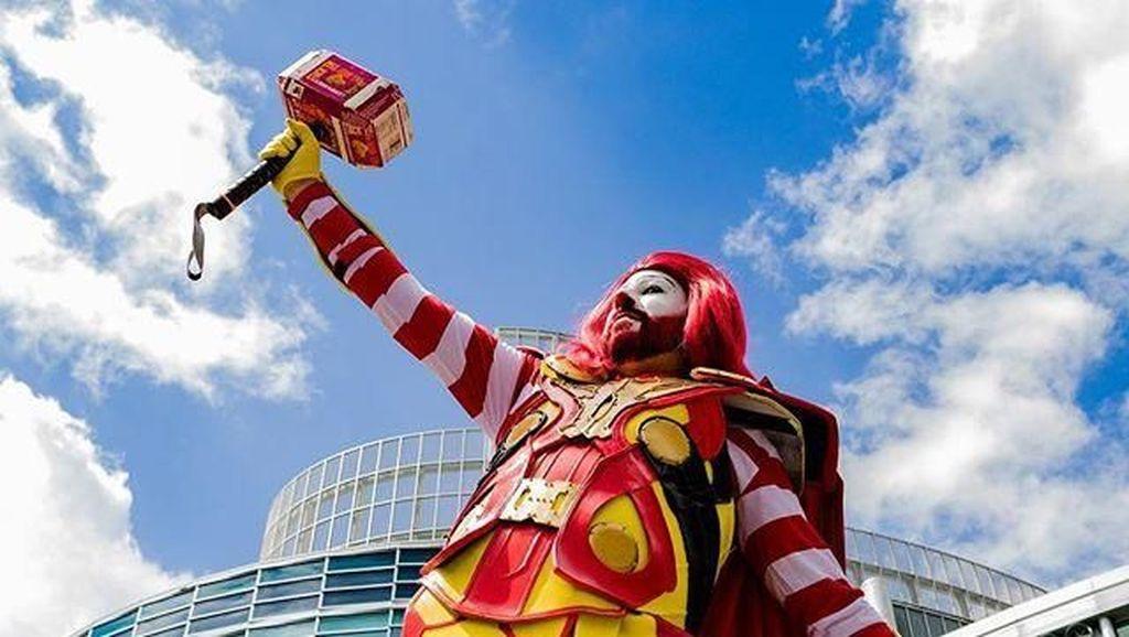 Lucu Banget! Ada Cosplay Superhero Rasa Fast Food